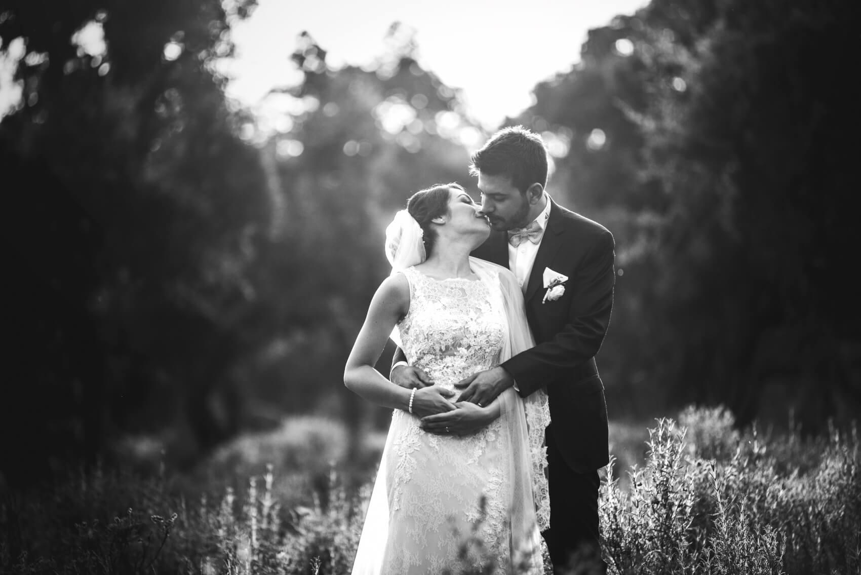 Inquadratura di primo piano sugli sposi. Elena e Marco sposi a Pattada, Sassari. Beniamino Lai, Fotografo professionista di Matrimonio in Sardegna.