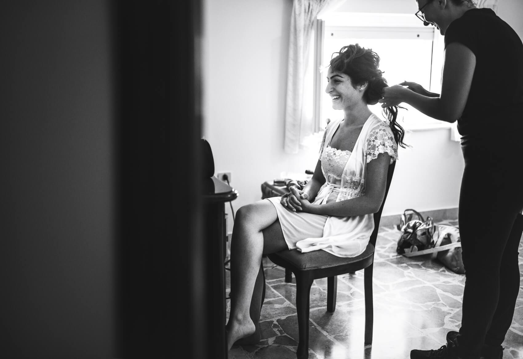 La sposa al trucco. Fotografo di matrimonio a Pattada, Sassari