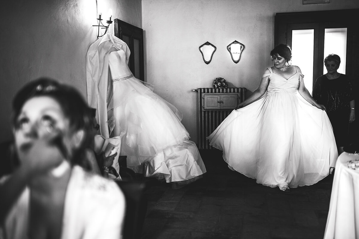 Matrimonio in campagna. Fotografo di matrimonio all'Antico Borgo Certosa, Pavia. Beniamino Lai